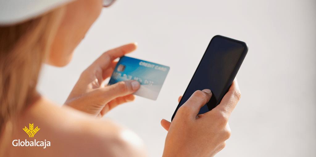 Cómo evitar disgustos y ahorrar en vacaciones con tu tarjeta