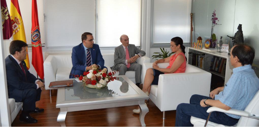 Los responsables de Globalcaja se reúnen con la alcaldesa de Ciudad Real