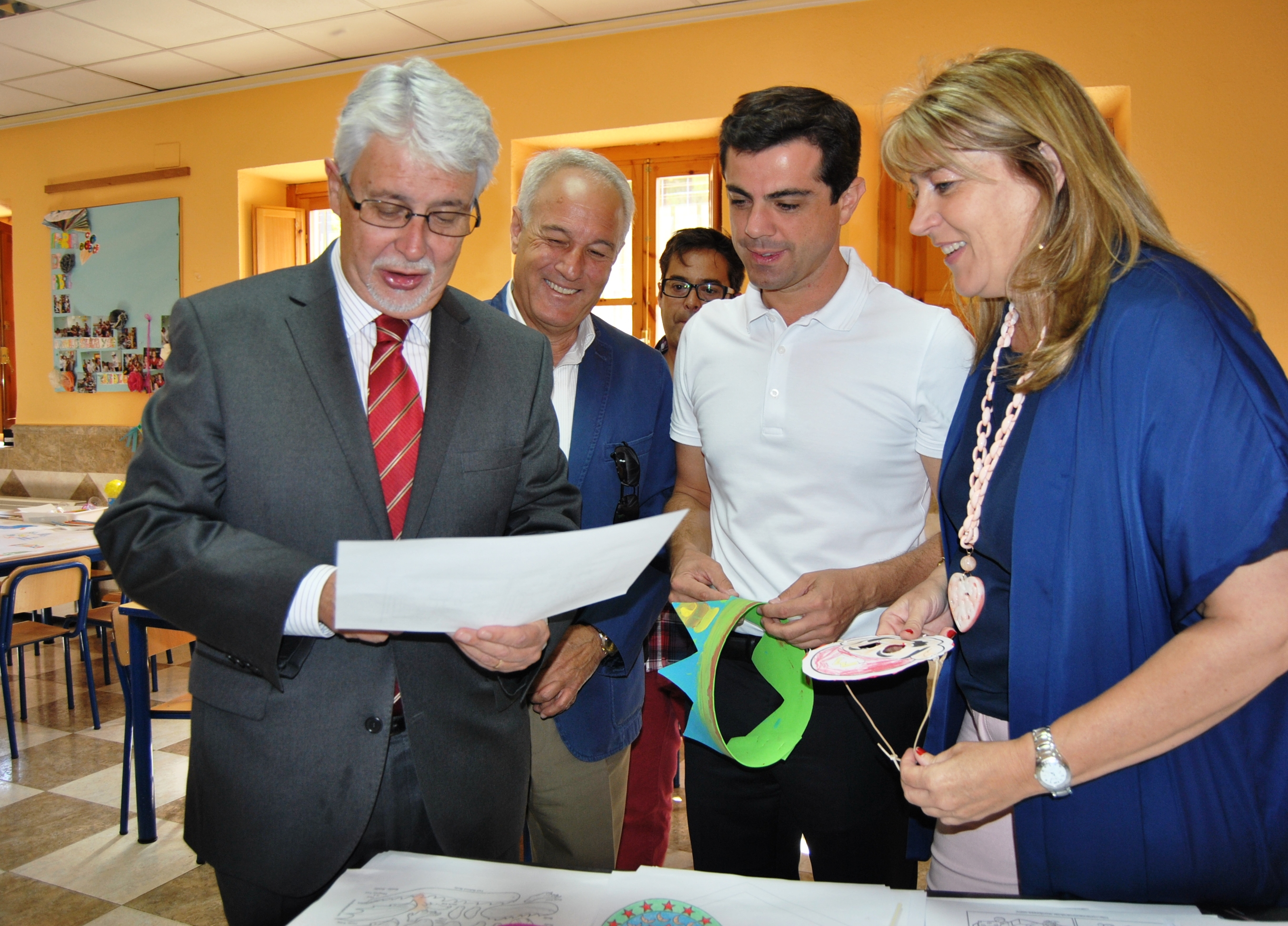 Foto. Visita Ludoteca en la Feria.16-9-15 (1)