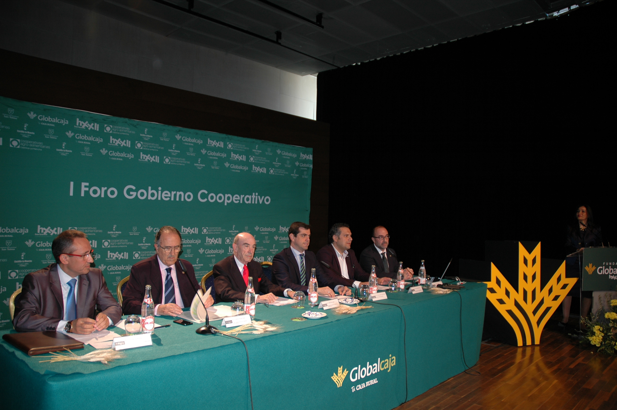 https://blog.globalcaja.es/wp-content/uploads/2015/11/Foro-Albacete-mesa.jpg