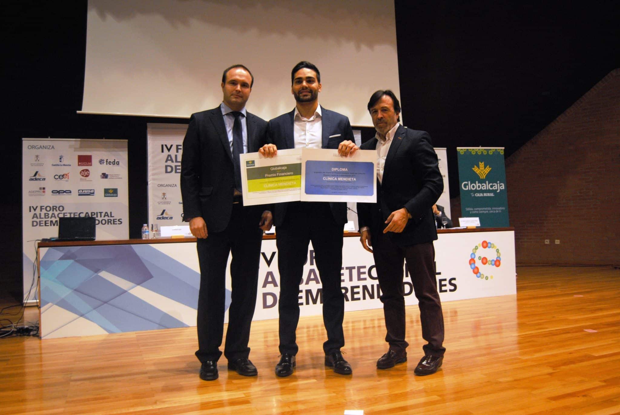 Foto ganador proyecto innovador joven. Clinica Mendieta.6-11-15
