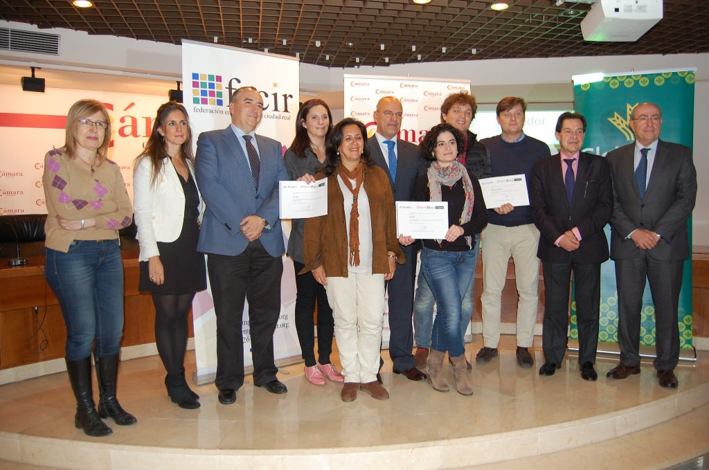 https://blog.globalcaja.es/wp-content/uploads/2015/12/Foto-grupal-Concurso-de-Escaparates-Navidenos-vf.jpg