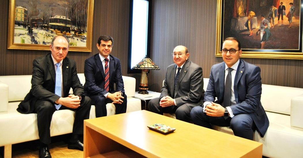 Javier Cuenca, alcalde de Albacete visita la sede central de Globalcaja