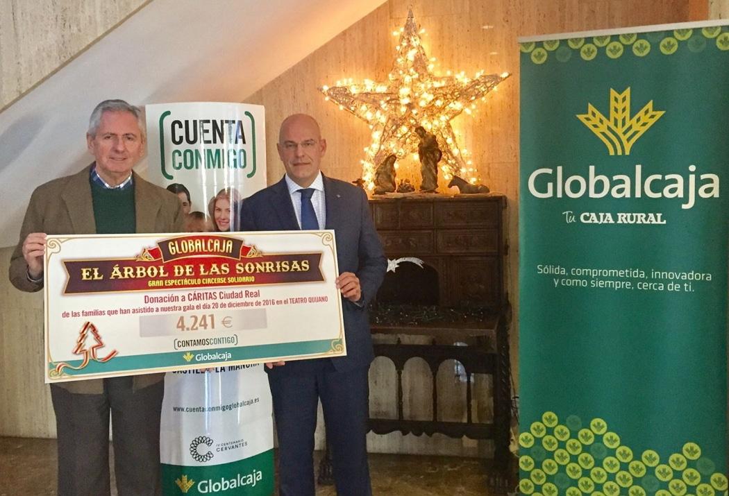 Entregada a Cáritas la recaudación de 'El Árbol de las sonrisas' de Globalcaja en Ciudad Real