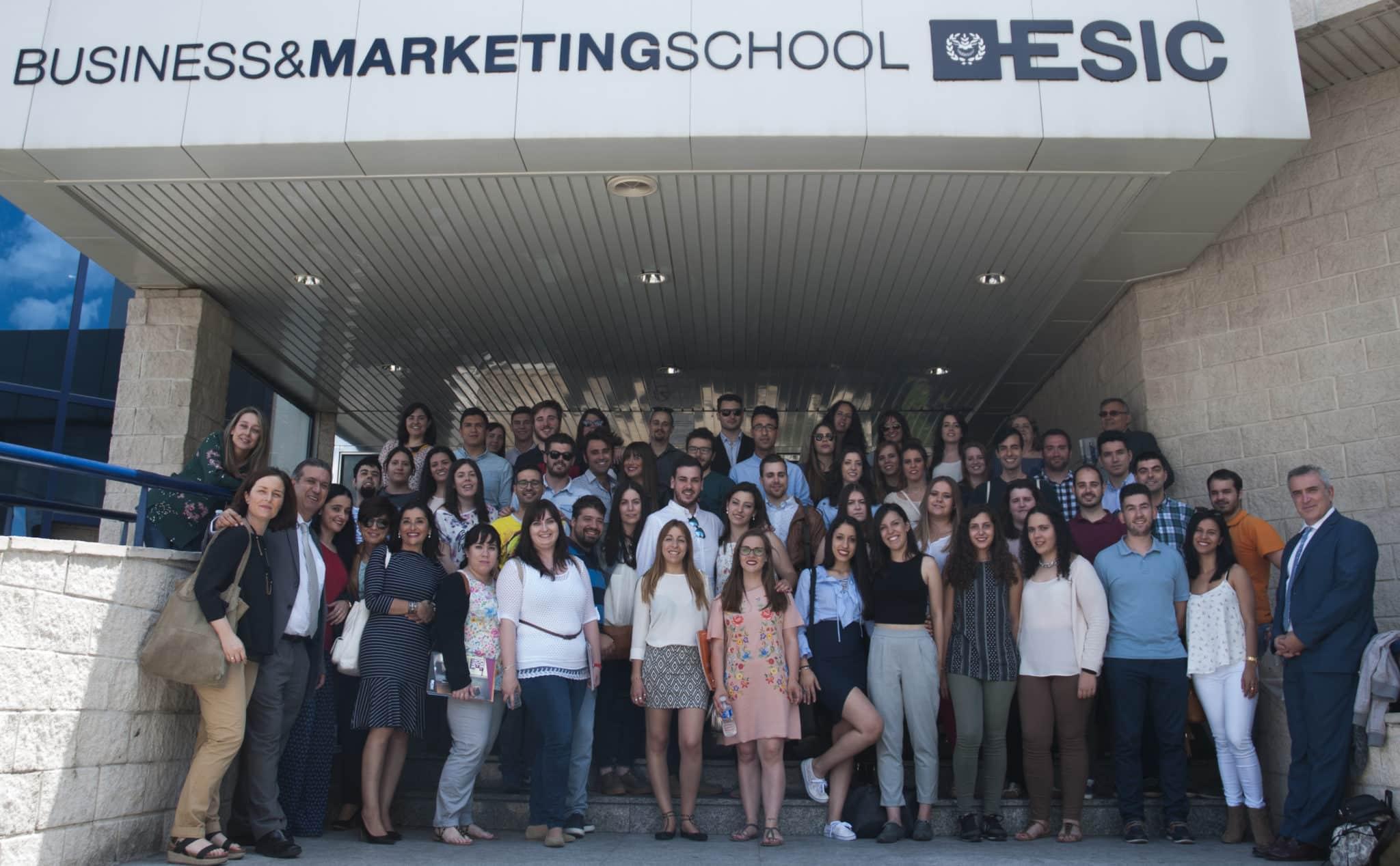 La Escuela Regional de Ventas celebra su paso de ecuador