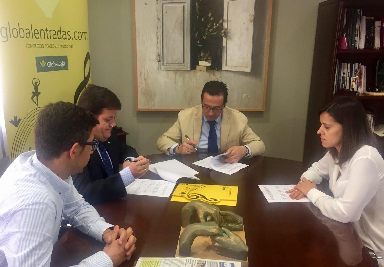 Ayuntamiento de Campo de Criptana y Globalcaja firman un convenio de colaboración para la venta de entradas online
