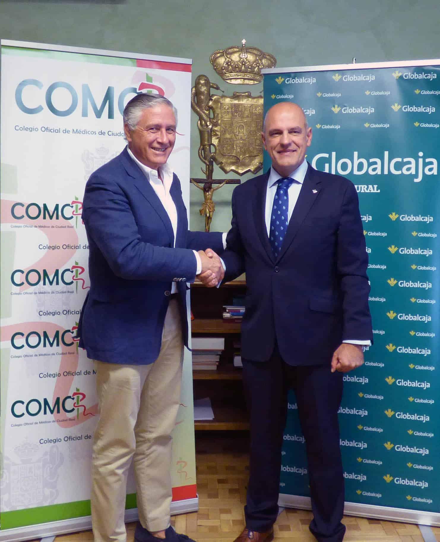 Foto: El presidente colegial, el Dr. José Molina, y el director territorial de Globalcaja, Miguel Ángel León