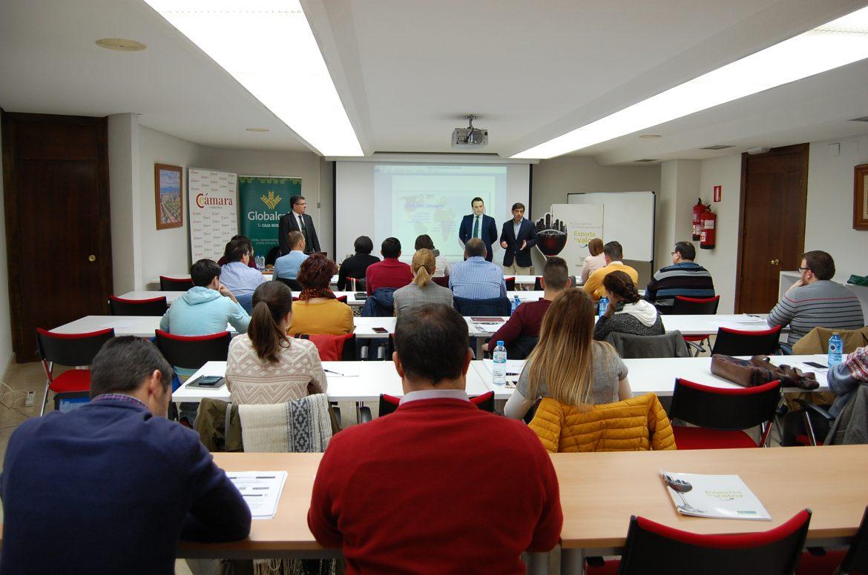 Globalcaja y la Cámara de Comercio forman en gestión aduanera a una treintena de empresarios