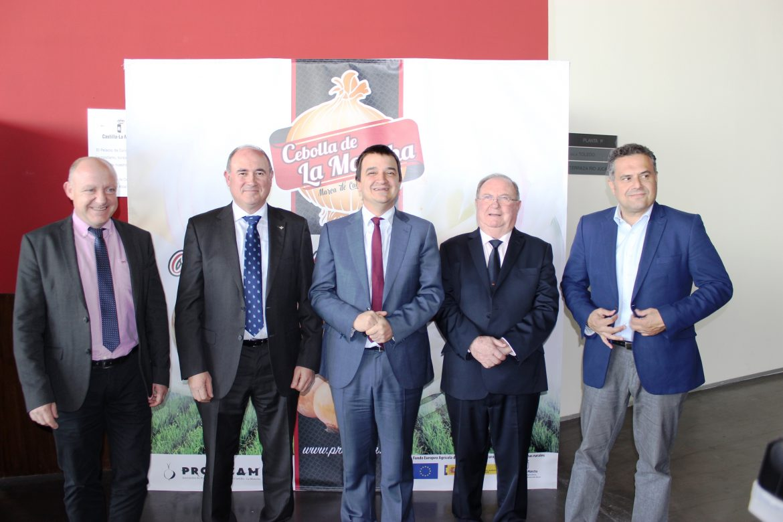 Globalcaja apoya al sector de la cebolla de la región, en el Encuentro Mundial celebrado en Albacete