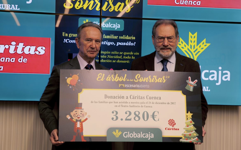 """Globalcaja entrega a Caritas Diocesana de Cuenca la recaudación delespectáculo solidario """"El Árbol De Las Sonrisas"""""""