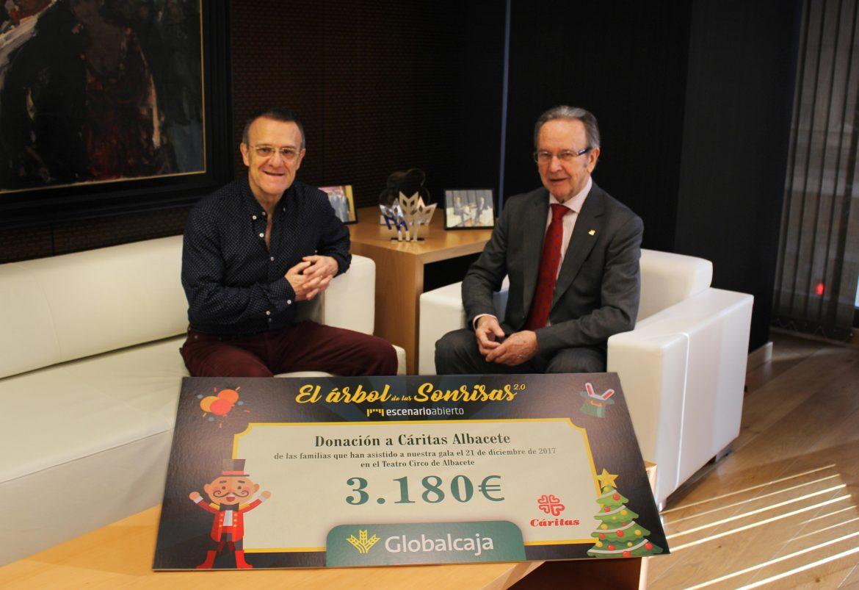 """Globalcaja entrega a caritas diocesana de Albacete la recaudación del espectáculo solidario """"El Árbol de las Sonrisas"""""""