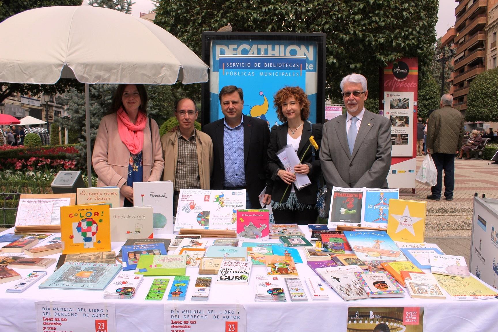 https://blog.globalcaja.es/wp-content/uploads/2018/04/Foto.Visita-Fiesta-del-Libro-en-la-Plaza-del-Altozano-2.jpg