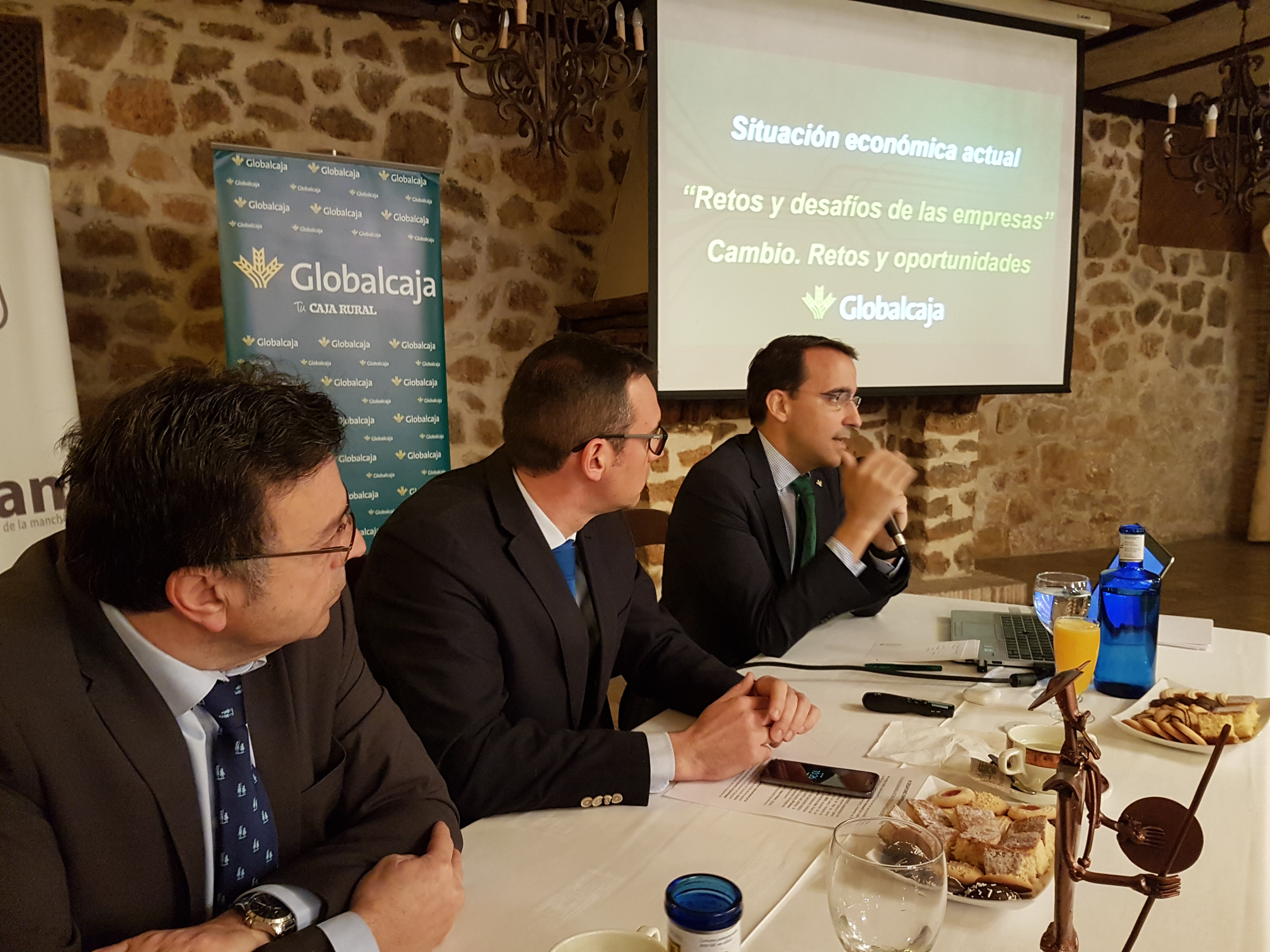 https://blog.globalcaja.es/wp-content/uploads/2018/04/Pedro-Palacios-en-UNECAMAN.jpg