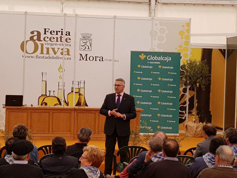 """El director de Banca Rural de Globalcaja, Alberto Marcilla, habló sobre """"El lado bueno de la PAC"""", en la Feria del Aceite de Oliva de Mora"""