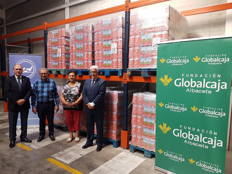 La Fundación Globalcaja Albacete ha hecho entrega de 6.000 litros de leche al Banco de Alimentos