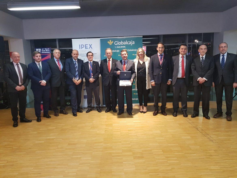 """El Gobierno de Castilla-La Mancha recibe el premio """"Voice of Wine"""" por su decidido apoyo a la puesta en marcha de la WBWE"""