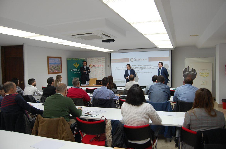 Globalcaja y la Cámara acercan a una veintena de empresas claves para la gestión de operaciones de compraventa internacional