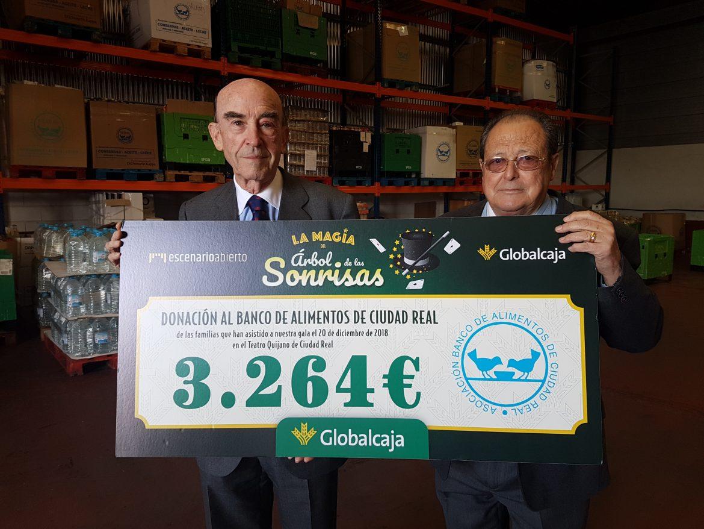 """Globalcaja entrega al Banco de Alimentos de Ciudad Real la recaudación del espectáculo solidario """"La Magia del Árbol de las Sonrisas"""""""