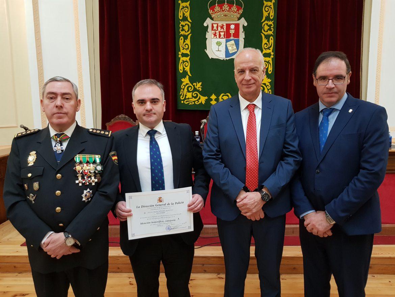 Globalcaja recibe una mencion honorifica de la Policia Nacional de Cuenca