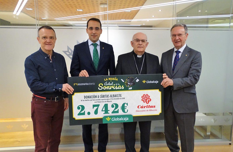 """Cáritas de Albacete recibe de Globalcaja la recaudación del espectáculo solidario """"La Magia del Árbol de Las Sonrisas"""""""