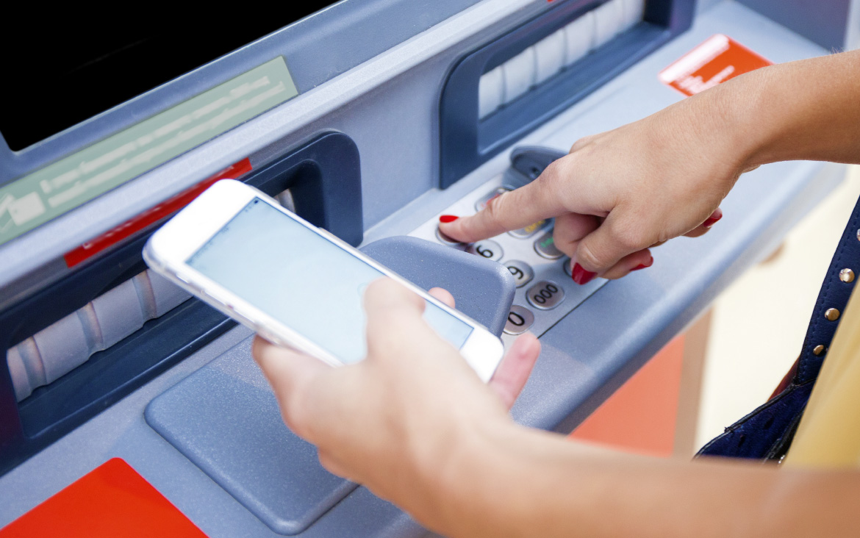 https://blog.globalcaja.es/wp-content/uploads/2019/02/sacar-dinero-sin-tarjeta-en-cajero.jpg