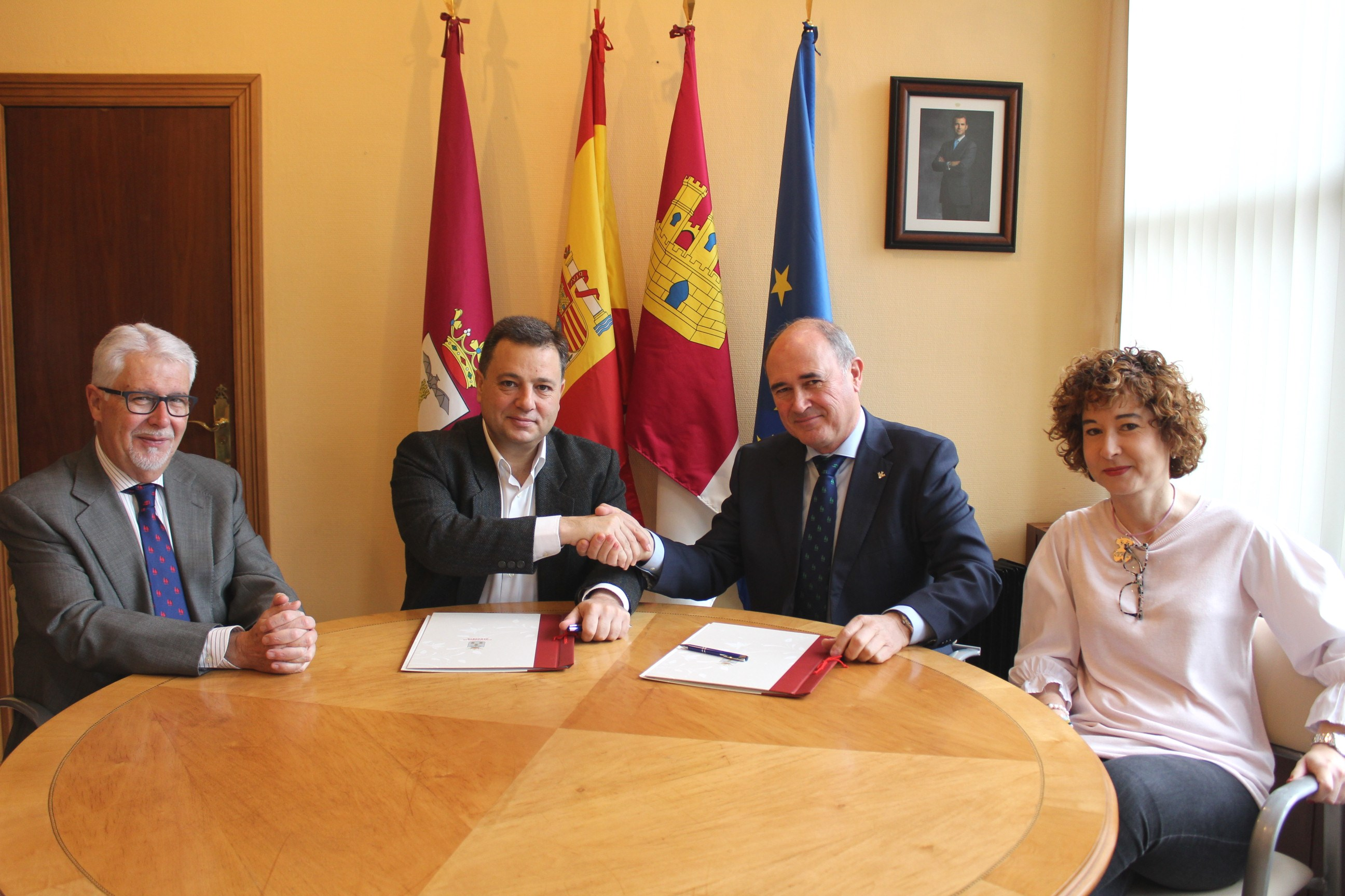 https://blog.globalcaja.es/wp-content/uploads/2019/04/Foto.Firma-convenio-Fundación-Globalcaja-Albacete-2.jpg
