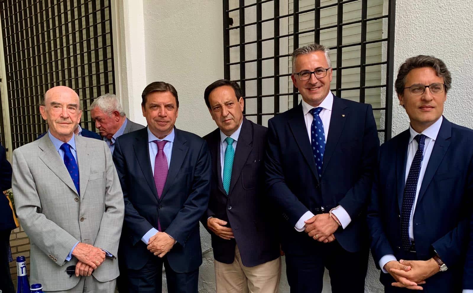 https://blog.globalcaja.es/wp-content/uploads/2019/08/Globalcaja-muestra-su-apoyo-al-sector-del-vino-en-Tomelloso-.jpg