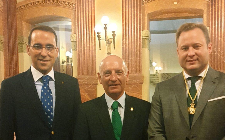 El Director General de Globalcaja, Pedro Palacios, con el Presidente del Tribunal Superior de Justicia de C-LM, Vicente Rouco, en el Pregón de la Feria de Albacete