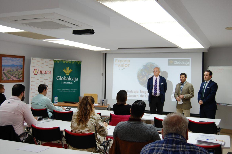 Globalcaja y la Cámara trasladan a las empresas de la provincia claves para la gestión de contactos internacionales