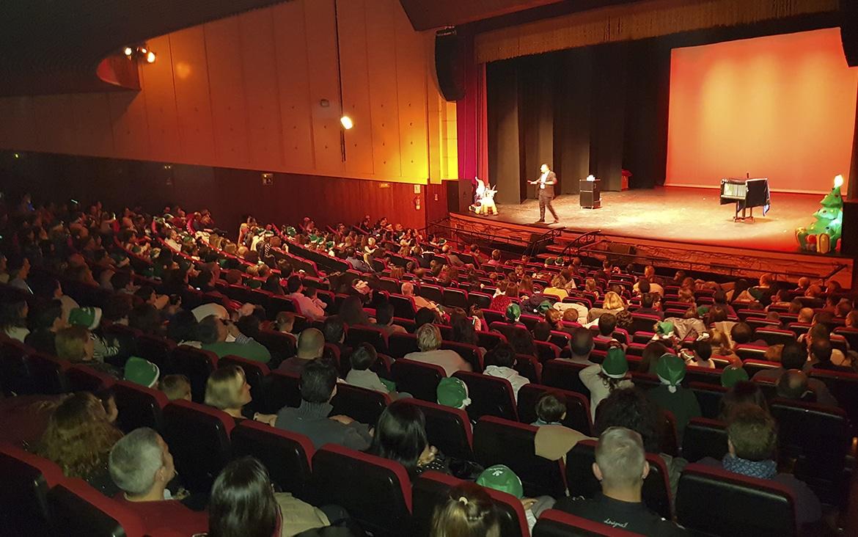 Éxito de solidaridad en los tres espectáculos de 'El Hechizo del Árbol de las Sonrisas'