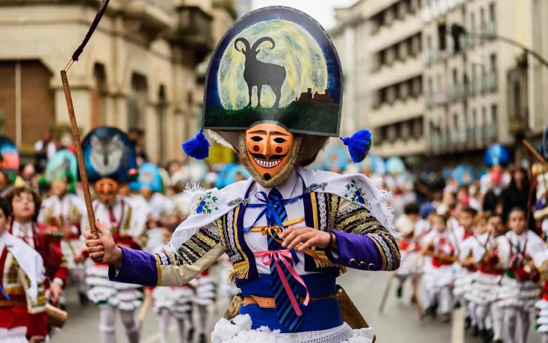 https://blog.globalcaja.es/wp-content/uploads/2020/02/carnavales-españa.jpg