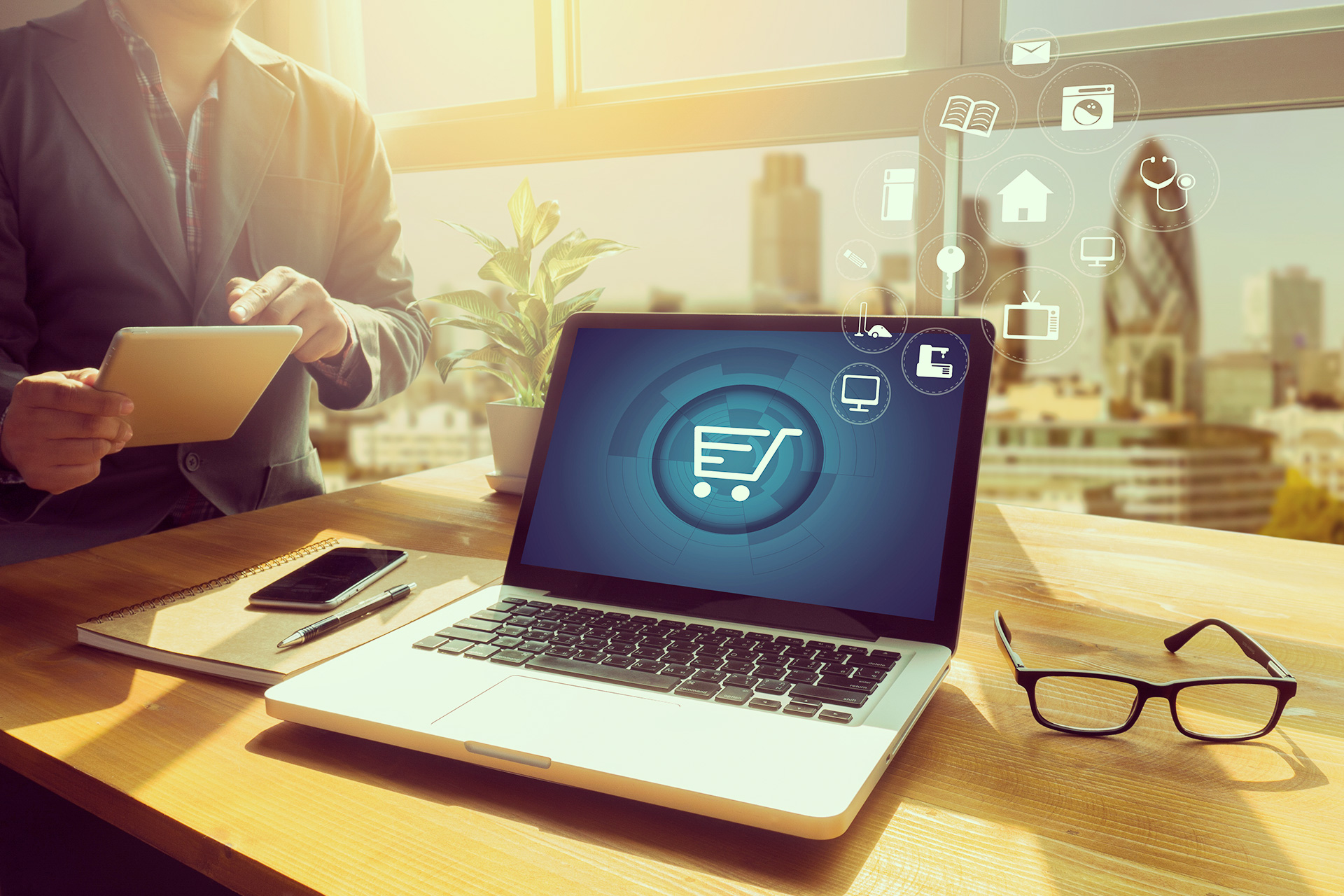 Un e-commerce o comercio electrónico tiene varios modelos de venta que pueden emplear para maximizar sus beneficios. Descúbrelos y comienza a aplicarlos en tu negocio.