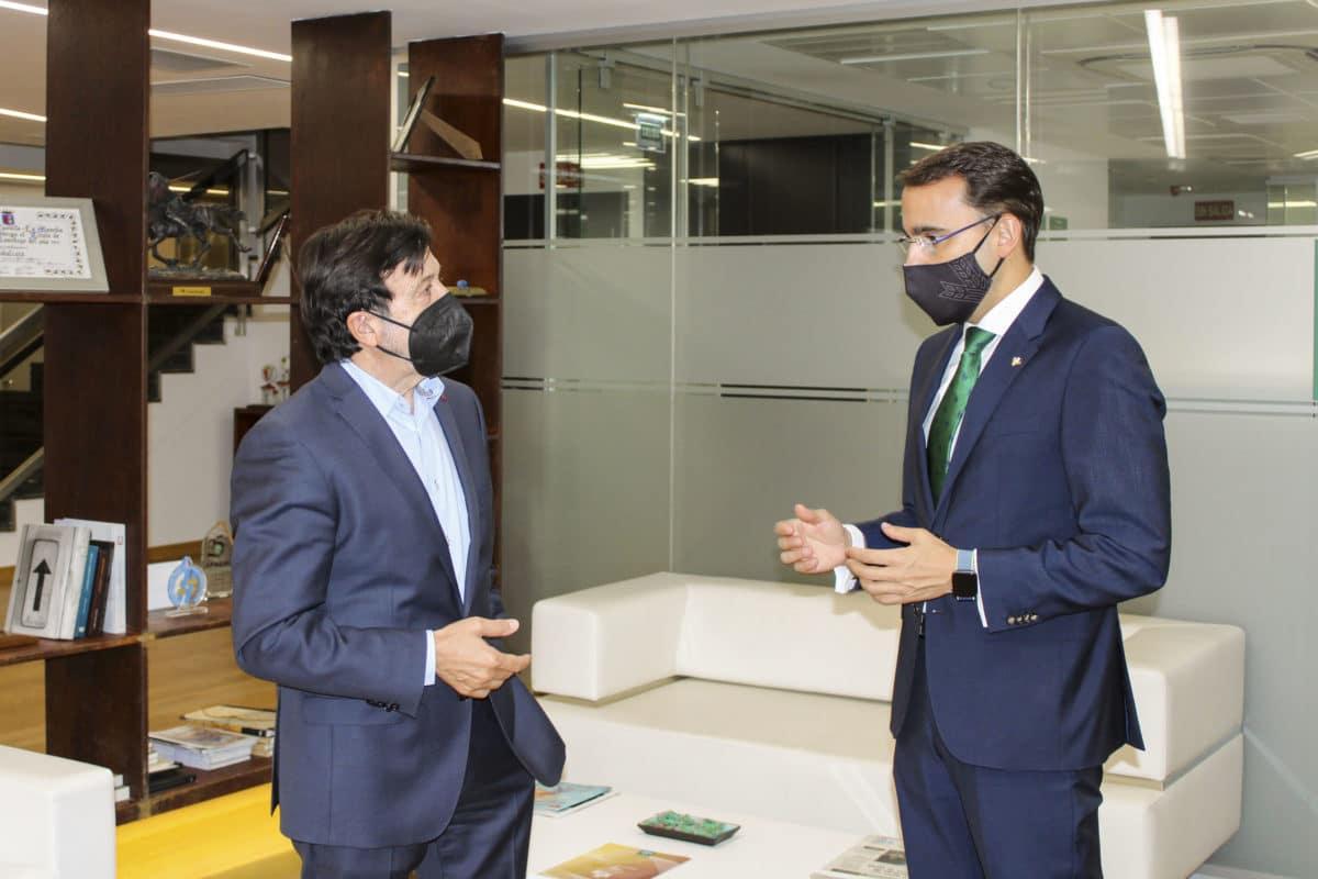 Globalcaja y FEDA afianzan su colaboración para impulsar actividades de fortalecimiento del sector empresarial