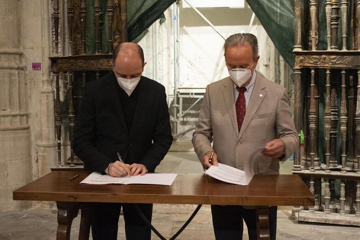 Globalcaja materializa su apoyo a la Catedral de Cuenca para la restauración del Retablo de la Capilla del Deán Barreda