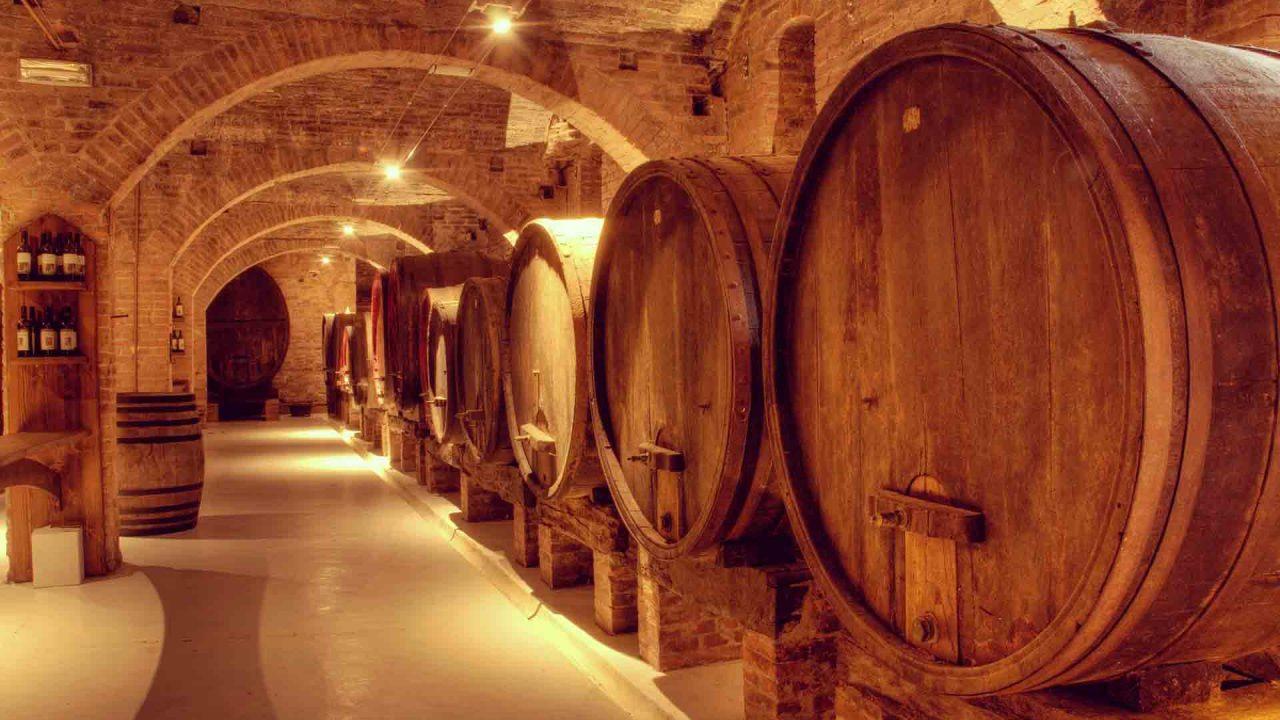 https://blog.globalcaja.es/wp-content/uploads/2021/08/Turismo-industrial-CLM-viñedo-Toledo-1280x720.jpg