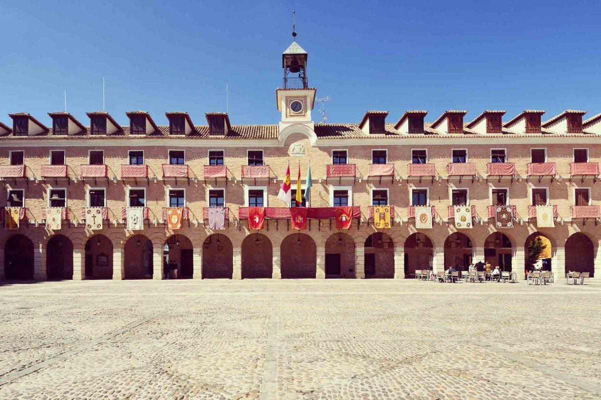 Visita estas preciosas plazas de Castilla-La Mancha